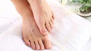 علاج تشققات القدمين