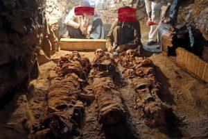 نبش مقابر قدماء المصريين