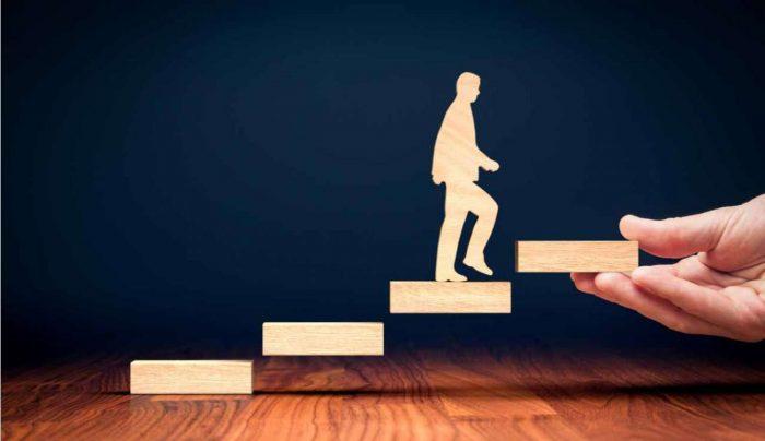 ما العلاقة بين تطوير الذات والثقة بالنفس ؟